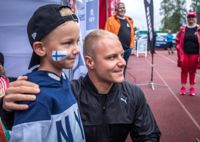 Valtteri_with_fans